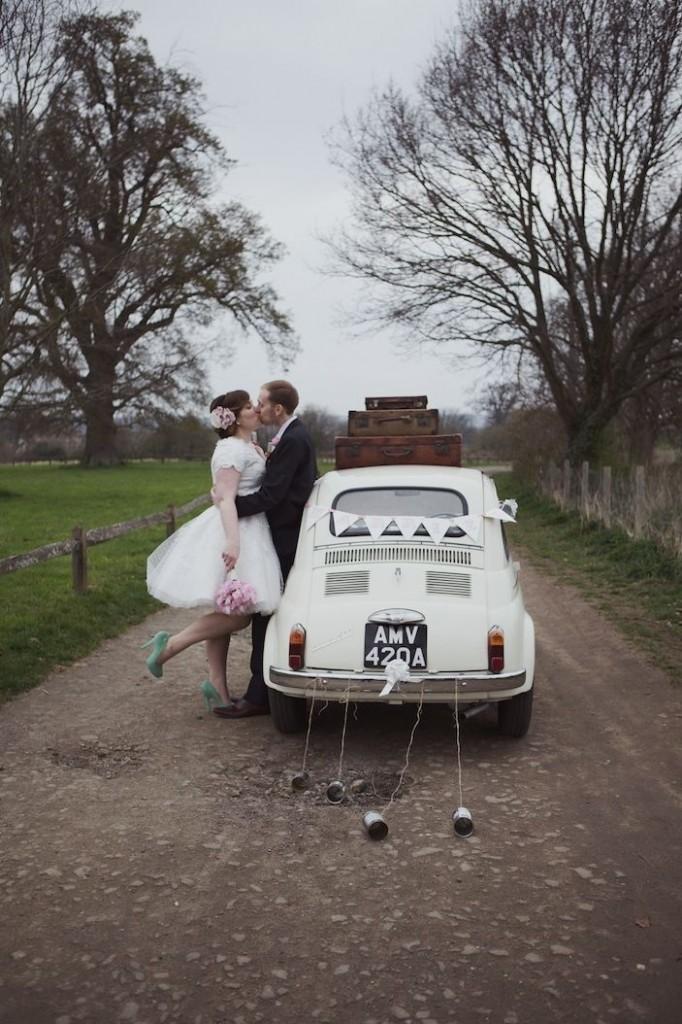 louer la voiture des mari s blog mariage petit mariage entre amis. Black Bedroom Furniture Sets. Home Design Ideas