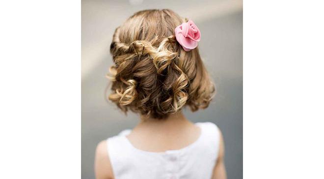 des idées de coiffures faciles et tendance pour les petites