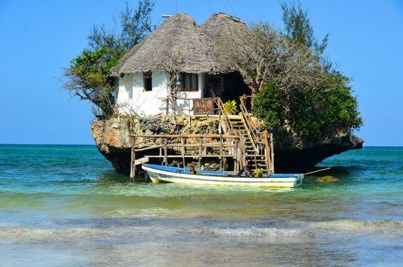 """Un diner pour 2 au restaurant """"The Rock"""", Zanzibar"""